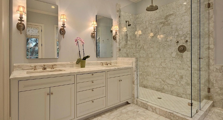House cleaning in foothills dazzle clean professional - How to professionally clean a bathroom ...